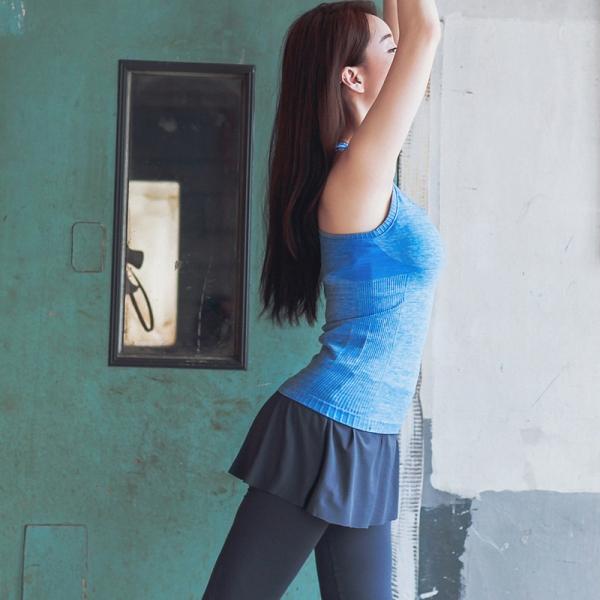 ヨガ フィットネス トレーニング タンクトップ+重ね着風スカートパンツ2点セット アンサンブル スポーツウェア ピラティス ジム ダンス ランニング シェイプアップ ダイエット yg1712